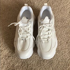 White chunky trendy dad sneakers